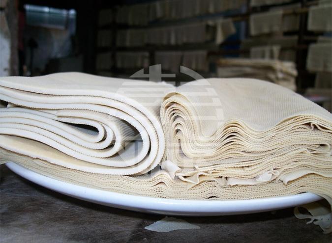 干豆腐机现场生产产品图